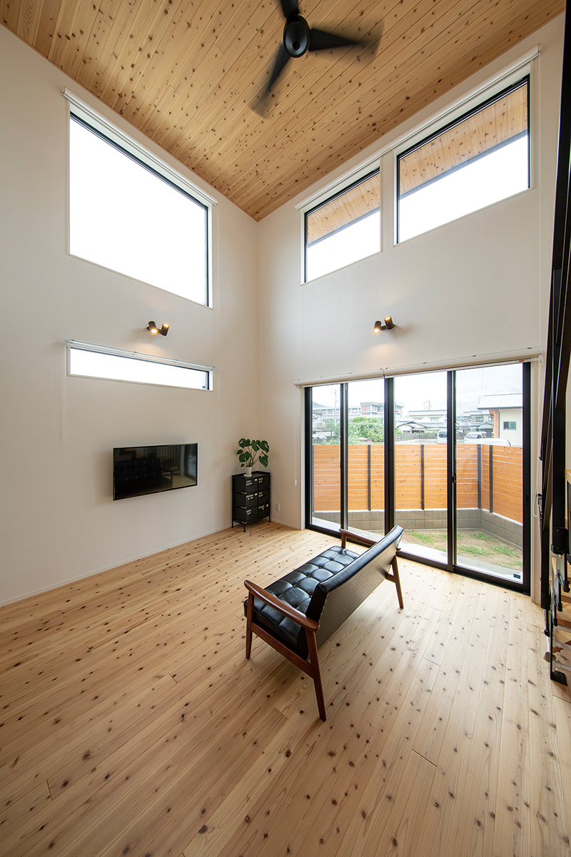 自分で選んだ杉板、自分で塗った床。素材も工程もこだわった家は、デザインも住みやすさも大満足! 画像9枚目