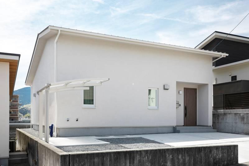 家の真ん中にクローゼットを シンプルな暮らしが叶う家 画像1枚目
