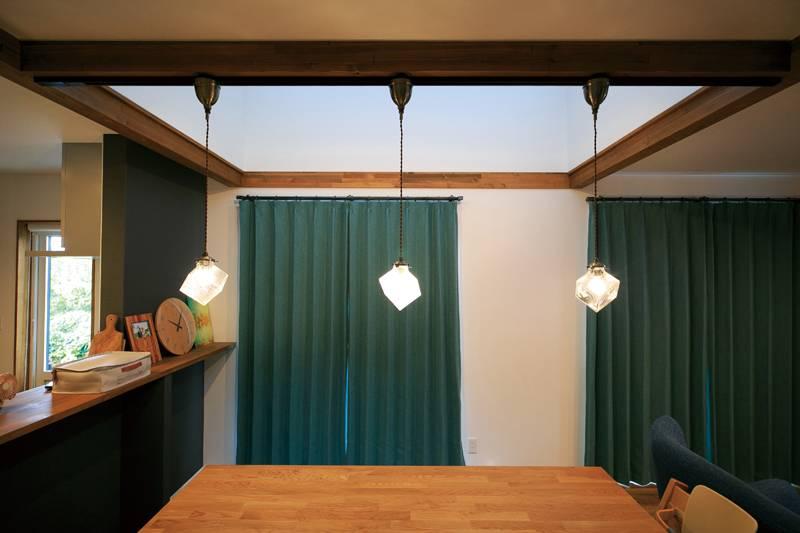シックな色遣いが個性的で 素材の質感を生かした居心地のいい家 画像8枚目