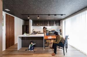 コンパクトな間取りにこだわり満載! 暮らしやすさと子育てを楽しむ家 画像6枚目