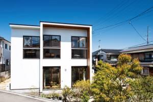 シンプルなデザインのなかに 斬新なセンスが光る家 画像1枚目
