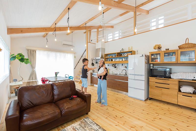 2階LDKで見晴らしも明るさも満点! 風景を暮らしに取り込む木の家。 画像6枚目