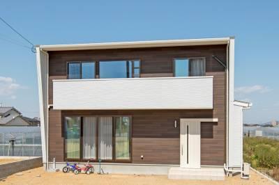 シンプル&コンパクトな色と間取りに機能性と住みやすさが生かされた家