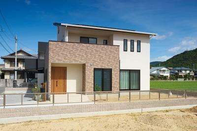 家族を安心感と快適さで包むやすらぎに満ちた明るい家