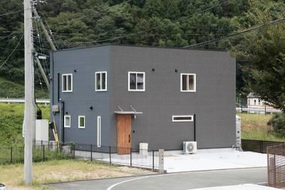 ちょうどよくて、快適 キューブ型の二世帯住宅