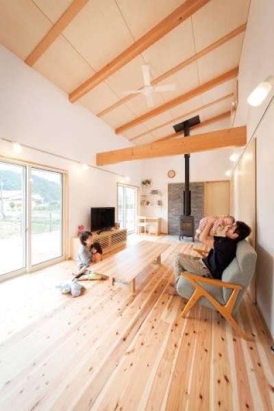 自然の風景に馴染む ゆったり平屋造りの家