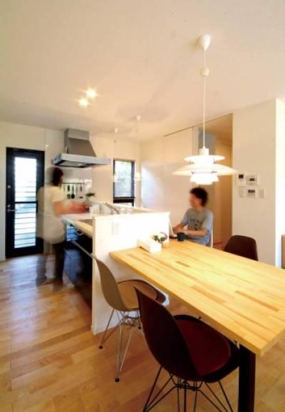人と空間が調和した、 こだわりのシンプル住宅