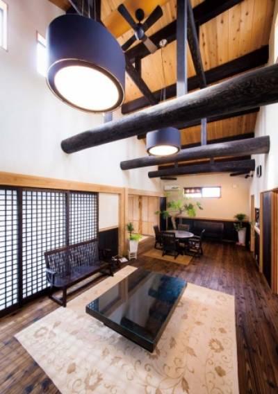 和の心地よさを盛り込んだ明るくモダンな杉の木の家